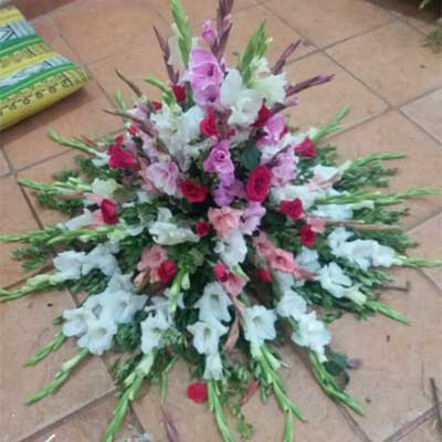 Flower bouquet price 2200