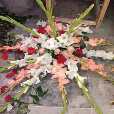 Flower bouquet price 2000